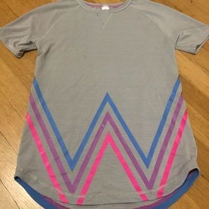 Ivivva Jersey type t-shirt size 8.